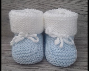 Blue and white baby booties knitting pattern