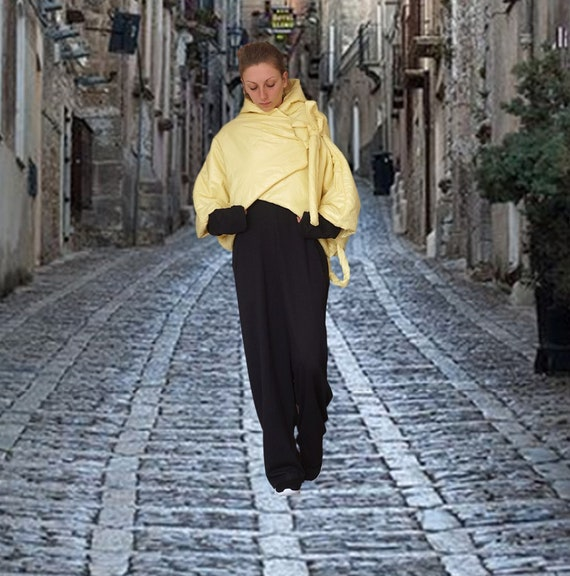 Oversized Short Yellow Puffer Coat, Spring Autumn Asymmetric Hoodie, Extra Wide Sleeves Waterproof Windproof Hoodie, Extravagant Crop Parka
