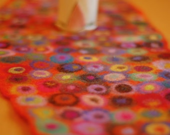 pool of dots oval table runner