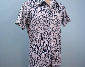 1970s Navy & White Shirt . Vintage Huge Collar Short Sleeve Shirt . Abstract U Print . L