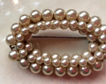 Vintage  Pearl oval Brooch Pin jewelry three rows of pearls