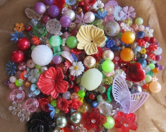 200 VINTAGE beads, flowers, cabochons,Lucite/plastic, moonglows,celluloid, metal