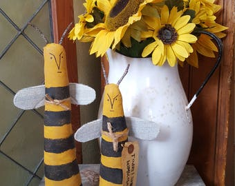 Today I saw a bumble bee – 2 primitive bumble bee shelf sitters