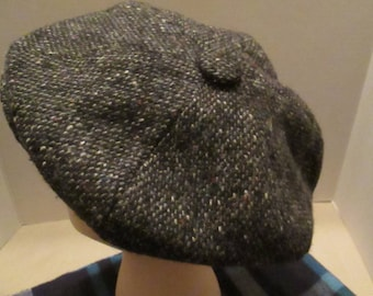 Vintage Black Wool Irish Tweed Newsboy Cap. Made in Ireland. Size USA 7 - Small.