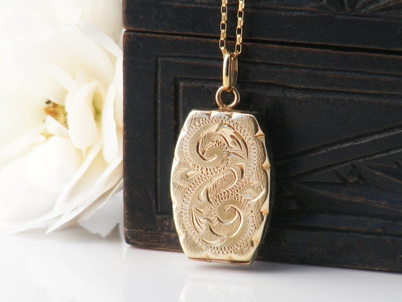 Solid Gold Vintage Locket | 9ct Gold Hand Chased | 1948 English Hallmarks | .375 Gold Scalloped Edge Gold Locket Necklace - 20 Inch Chain