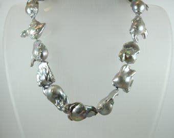 Minimalist Style (1970-Present) Grey Baroque Pearl Beaded Necklace