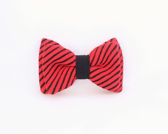 Red switchable bow tie, man and woman