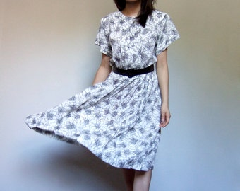80s Scribble Print Dress Black White Day Dress Short Sleeve Accordion Pleat Summer Dress Button Up Back - Medium M