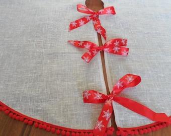 Christmas Tree Skirt Pale Rose. Burlap Tree Skirt . Pink Christmas Decoration. Red Pom Pom. Tree Skirt Shabby Chic Style