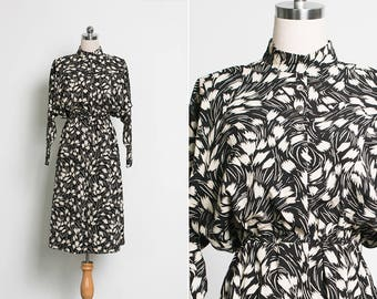 Japanese Vintage 80s Abstract Floral Dress / Collar Dress / High Waisted Skirt / 1980s Batwing Dress / Size Small Medium US 4 6