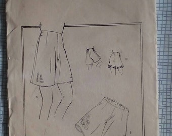 "1940s Knickers - 28"" Waist - Vogue 7179 - Vintage Sewing Pattern"