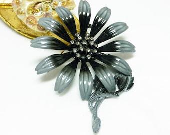 Grey Daisy Flower Brooch - Vintage Designer Signed Hedy Enamel Pin