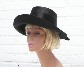 Damenhut mit breiter Krempe schwarz Unikat Modell Satin Schleife gesteppt Handarbeit Süd Frankreich