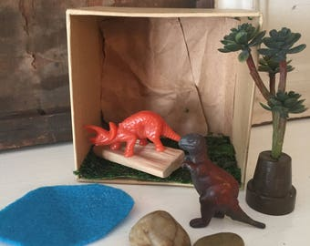 Take a long travel dinosaur playset