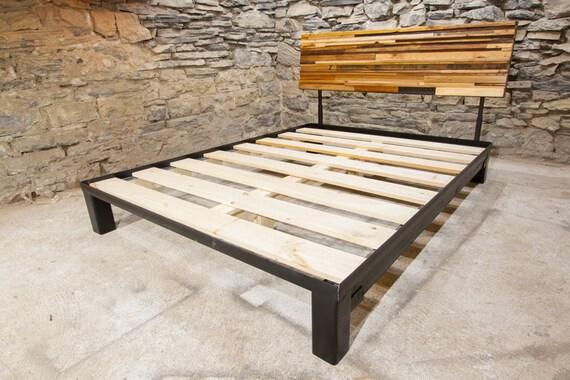 El mosaico plataforma cama con cabecera ajustable de madera