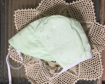 Pastel Green Eyelet Bonnet ~ Eyelet ~ Bonnet with Brim ~ Brimmed Baby Bonnet ~ Eyelet Bonnet ~ Lined Sunhat ~ NB Bonnet ~ Brimmed ~ Bonnet