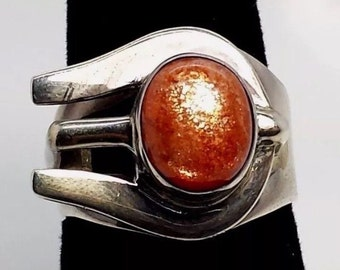 Modern Sunstone and sterling silver ring
