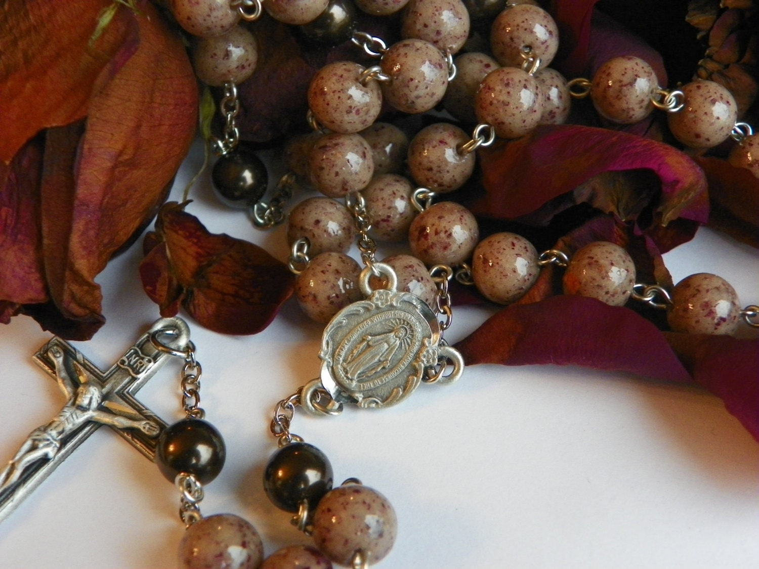 Rosaries made with your dried flowers ashes or fabrics from a zoom izmirmasajfo Image collections