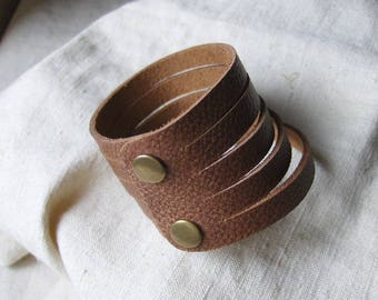 Grained Brown Handmade Leather Bracelet simple wrist circumference