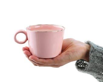 Tasse de café en céramique fait à la main. Tasse à thé en porcelaine. Mug romantique minimaliste. Simple tasse de café. Mariage rose & or Mug Design par CONCEPTstudio.