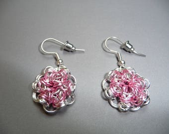 Gorgeous chain maille earrings, in pink and silver metal