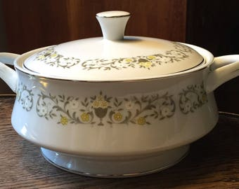 Florentine China Casserole Dish Vintage Rounded Covered Vegetable Serving Dish Porcelain Floral Pattern Covered Bowl Round Tureen SALE