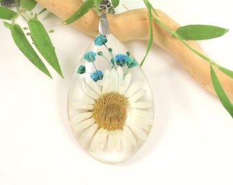 Daisy flower Resin Pendant, Pressed Flower Jewelry, Real flower Necklace, Modern necklace, Floral teardrop jewelry, plant, Flower jewelry