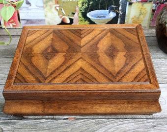Lovely Vintage Wood Jewelry Box / Beautiful Decorative Design / Jay Imports