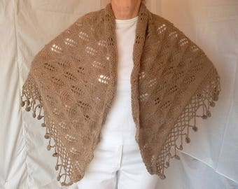 LIQUIDATION Stock 30% OFF / Oversized Triangle Shawl Beige Wraps Accessories Shrug Bolero Warm Crocheted Romantic Beige Hand Knitted Women