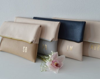Set of 4 Personalized Foldover Clutches / Bridesmaid Gift / Monogrammed Bridal Clutch Purses