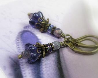 Boucles d'oreilles fleur de verre tchèque, boucles d'oreilles violet Antique bijoux en laiton, accessoires pour femmes, cadeaux pour elle, bijoux féminin, jardiniers