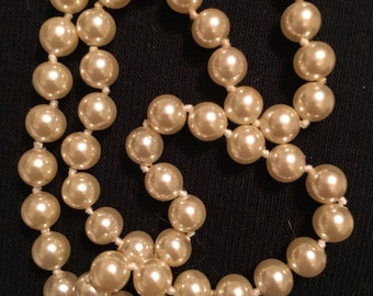 """18"""" inch pearl necklace in mint condition and a sturdy clasp. 1950."""