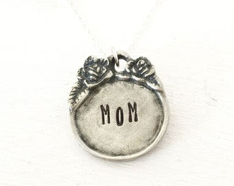 MOM necklace - Mom Jewelry- Personalized Mom Necklace- Name Jewelry- Gift for Mom - Pretty Pendant with Flowers and Heart - Gift for woman