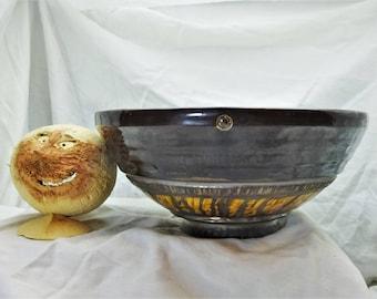 Large serving or fruit bowl