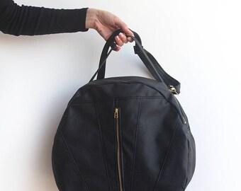 LARGE TOULOUSE BAG / Eco friendly Duffle Bag - Black weekender bag  / Vegan leather crossbody bag - Black bag /Vegan bag - Vegan handbag