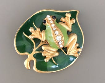 Adorable vintage frog on Lilly pad brooch