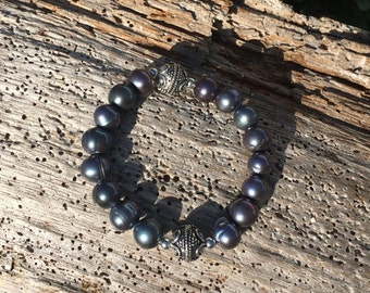 Grey freshwater pearl and sterling silver beaded bracelet