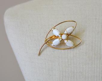 1950s White Rhinestone Flower Brooch