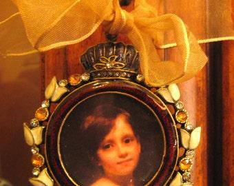 Vintage Style Frame Ornament