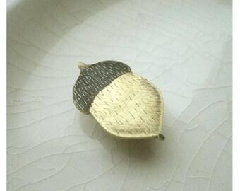 "Brass brooch "" The acorn"""