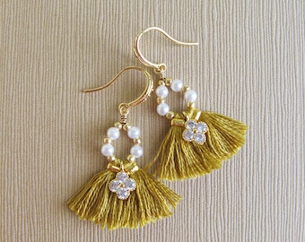 Small tassel earrings, Boho bridesmaid earrings, Gift for her, Fringe earrings, Bridesmaid gift, Bohemian wedding tassel earrings