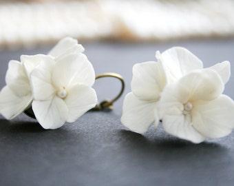 White bridal earrings - White bridal jewelry - Wedding flower Earrings - Bridal flower earring - white flower earrings - hydrangea