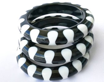 """wonderful """"fab-a-lite"""" reproduction bangle 40s look chunky bowtie design - awesome heavy quality, almost like BAKELITE!!!"""