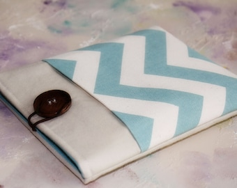 Gadget Cases and Covers, Kindle Sleeve, Ereader Case, Kindle Case, Nook Case in Linen and Blue Chevron with Pocket