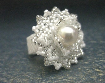 Peyote Ring / Beaded Ring in White and Silver / Seed Bead Ring / Cocktail Ring / Beadwoven Ring / Size 5, 6, 7, 8, 9, 10, 11, 12, 13