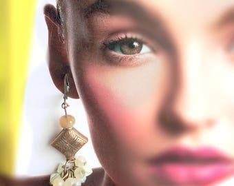 Pendant earrings with vintage motif