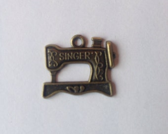 10 x Sewing Machine Charms, Antique Brass, for jewellery making - Singer