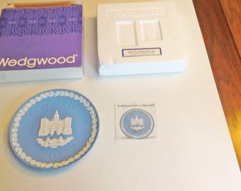 1978 Wedgwood Christmas Plate Blue and White Jasper ware Horse Guards in original box with documentation 10 in Series limited edition