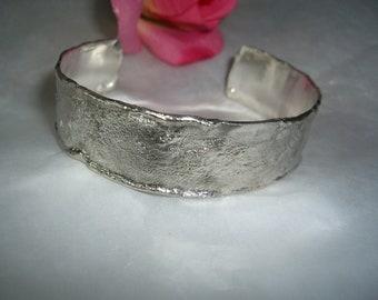 Heavy, individual cuff of 925/ooo silver