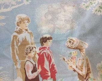 Vintage 1980s ET pillowcase set // original // vintage bedding // kids bedding // vintage pillows // 80s movies // 1980s decor